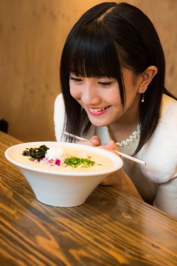 「スープが泡~!トッピングもオシャレで、食べるのもったいない…」