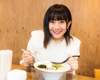 人気連載「SKE48のふぅふぅ女子♥」のスピンオフ企画として、「メンバーとおいしいラーメンを食べた~い♥」を勝手に妄想しちゃいました!今回の彼女はチームEの相川暖花ちゃん♪