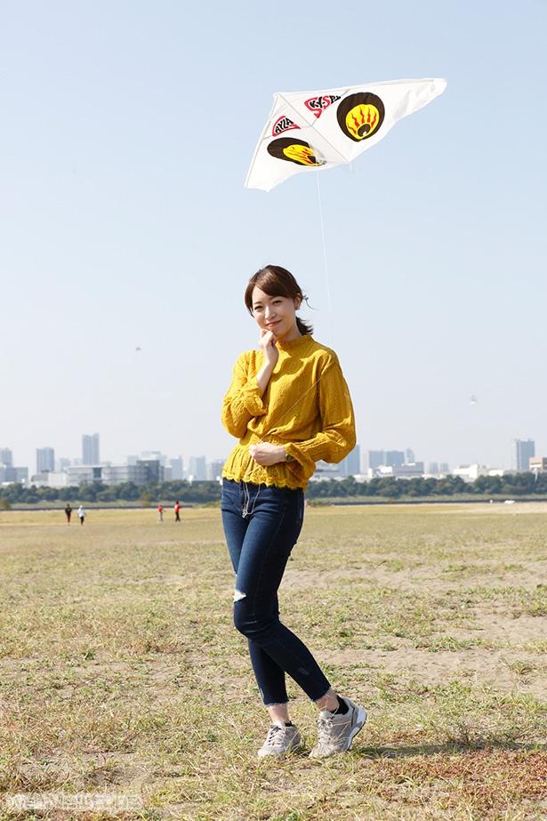 青木瑠璃子、秋のデートは海辺で凧あげ!?