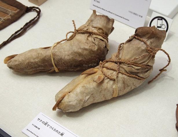 サケの皮で作った靴(北海道博物館)