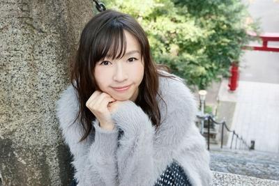 酒井若菜。1980年、栃木県生まれ。グラビアアイドルとして注目された後、女優へ。現在は女優に加え、エッセイや小説、コラムなど文筆家としても精力的に活動している