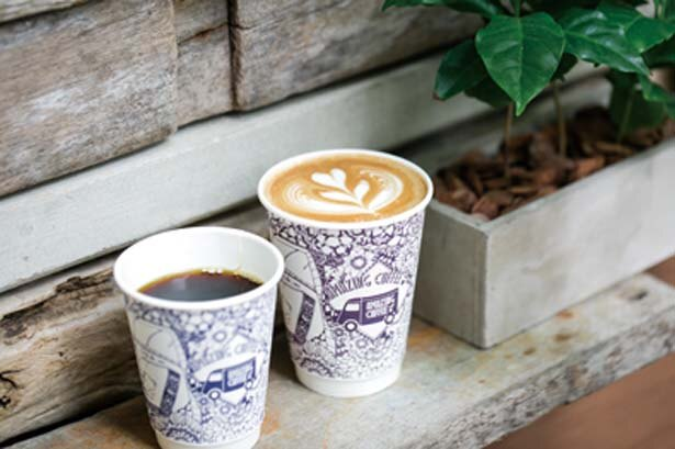 「カフェラテ」(500円)など/AMAZING COFFEE OSAKA SOUTH SIDE店