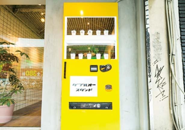 自販機をイメージしたドアもポップ/W/O STAND SHINSAIBASHI