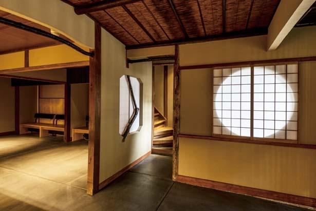 店内の待合スペース/スターバックス コーヒー 京都二寧坂ヤサカ茶屋店