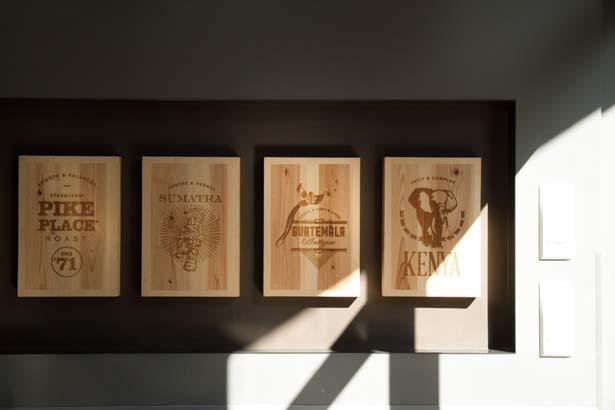 パッケージイラストを、宇治らしい茶箱に焼印/スターバックス コーヒー 京都宇治平等院表参道店