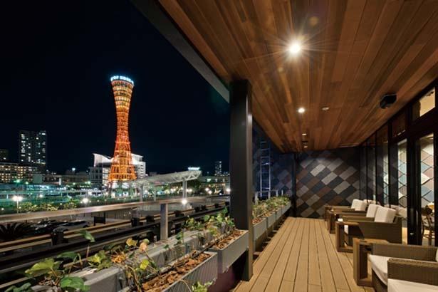 メリケンパークの絶景や、テラスからはポートタワーも見える/スターバックス コーヒー 神戸メリケンパーク店