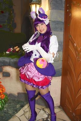 「キラキラ☆プリキュアアラモード」のキュアマカロンに扮する杏さん