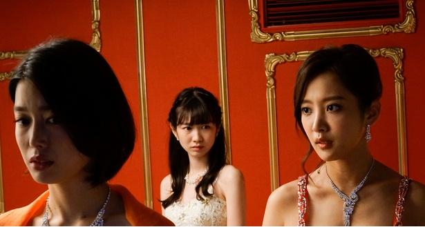 「ハケンのキャバ嬢・彩華」第3話に吉倉あおい(左手前)らが登場