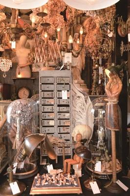 「ジョグラール」の店内。インテリアに取り入れやすい小物もたくさんそろっている