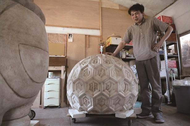 「THE ドラえもん展 TOKYO 2017」。現代美術家・西尾康之はドラえもん彫刻を制作