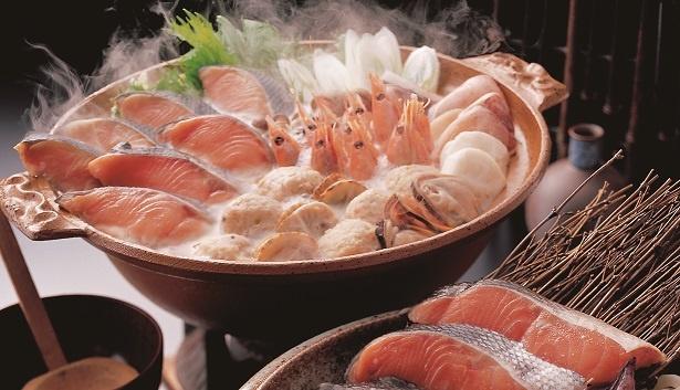 あつあつで食べたい北海道の石狩鍋など、各地のご当地鍋が集結(写真は昨年の鍋料理)