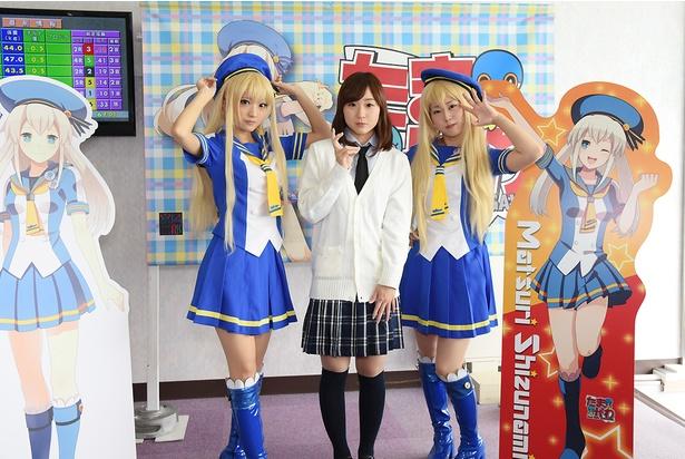 女子ボートレースの西岡育未選手(中央)、喜多須杏奈選手(右)とのスリーショット