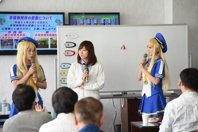 喜多須選手、西岡選手とともにボートレースの魅力を語るロシエルさん