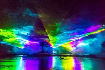 妙高の夜空を幻想的なオーロラが彩る「光と音のスーパーオーロラショー」
