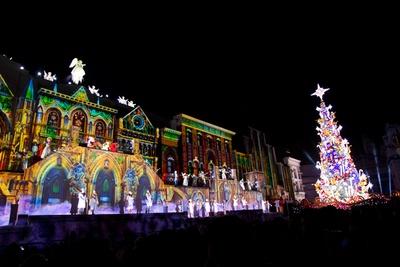 「天使のくれた奇跡III〜The Voice of an Angel〜」のフィナーレでは、新クリスマス・ツリーが圧倒的な輝きを放ちながら点灯する