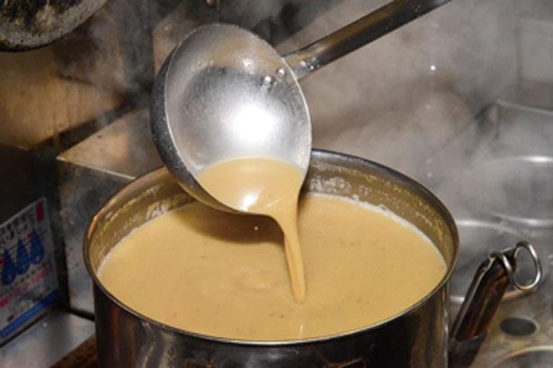 濃厚なスープは野菜たっぷりのクリーミーなベジポタ/麺処 飯田家