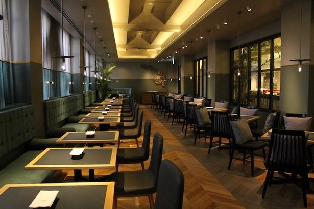 【写真を見る】本格的なモダンイタリアンが味わえるレストラン「crossfield with TERRACE LOUNGE」