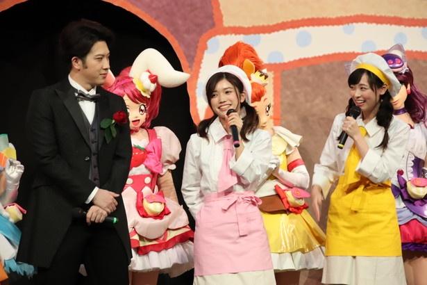 松也演じるジャン=ピエールについて楽しげに語る美山加恋と福原遥(写真中央と右)