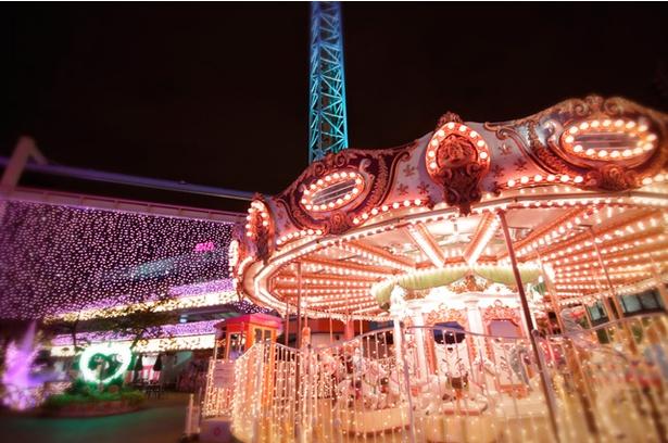 【写真を見る】開園164年を迎えた昭和レトロな遊園地「浅草花やしき」がロマンチック空間に!イルミネーションスポットは4つに分かれる
