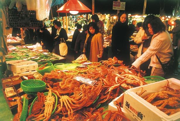 たくさんの人で賑わう近江町市場
