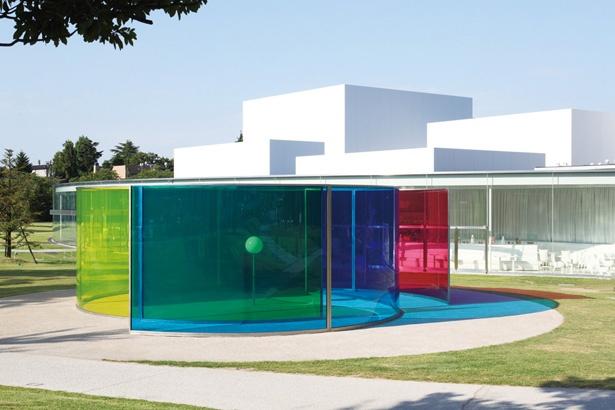 中に入って、色の変化が楽しめる「カラー・アクティヴィティ・ハウス」