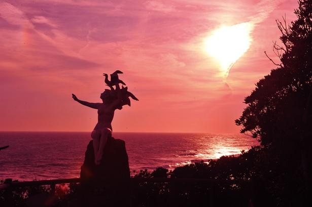 感動的な夕景が見える「夕日と風が見えるん台」。地球の丸さも実感できる