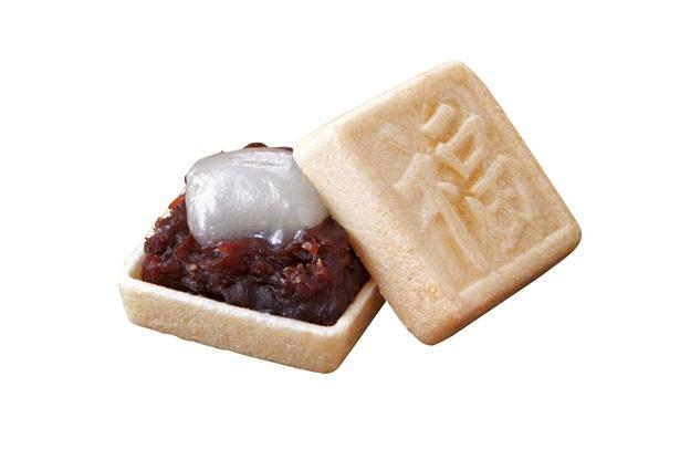 小倉あんと福餅が入った「福蔵」(145円、1個)