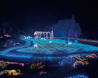 「誓いの展望台」毎時15分ずつメロディと光の演出も行われる/京都イルミエールおとぎの森~最後の贈り物~