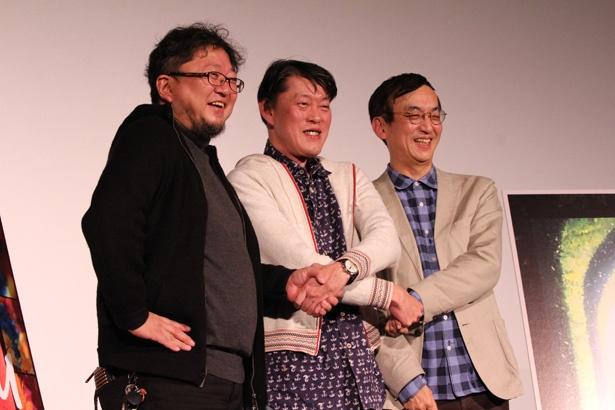 仲良く手をつなぐ原監督&樋口監督&氷川竜介氏