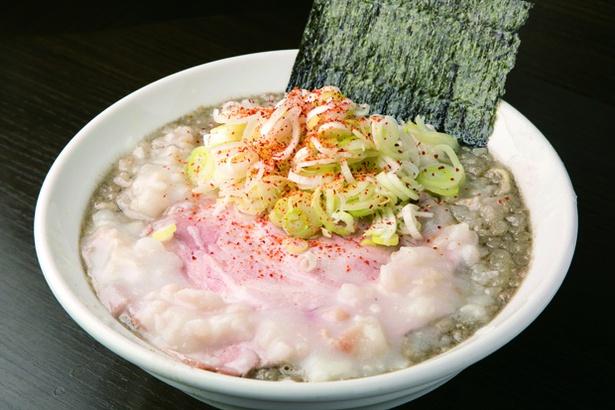 「シビソバ」(950円)。三崎のマグロと煮干しの濃厚なWスープ