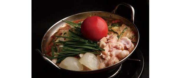 真ん中のトマトが迫力満点「イタリアンもつ鍋」/きむら屋
