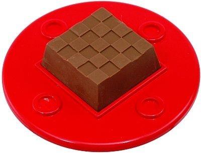 DECOチョコメーカーは、中にチロルチョコを置き、フタをしてヒーターで温めるとチョコの表面だけが柔らかくなる