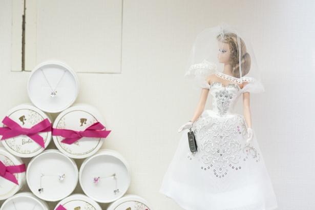 ウエディングドレスをまとった「Barbie」の姿も