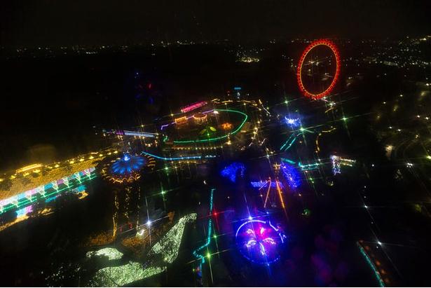 イベント期間中は園内全体がイルミネーションの光に包まれる。ジャイロタワーより撮影