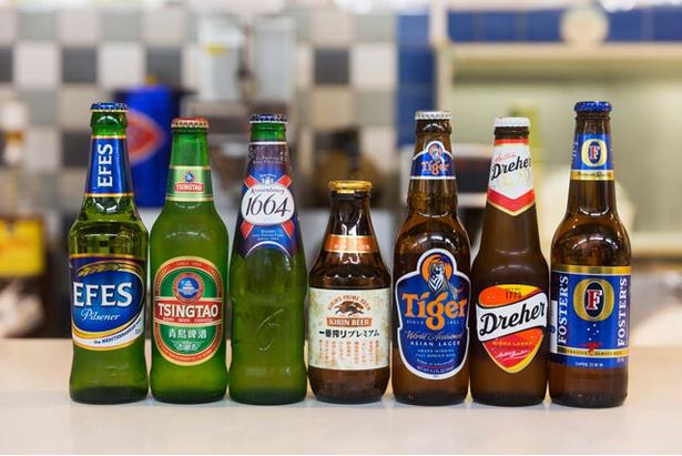 園内のレストラン「メルヘンスナック」には、「ワールド・エキスポ・ナイト」で登場する各国のビールを用意