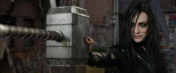 ケイト・ブランシェット演じる今作の強敵ヘラ