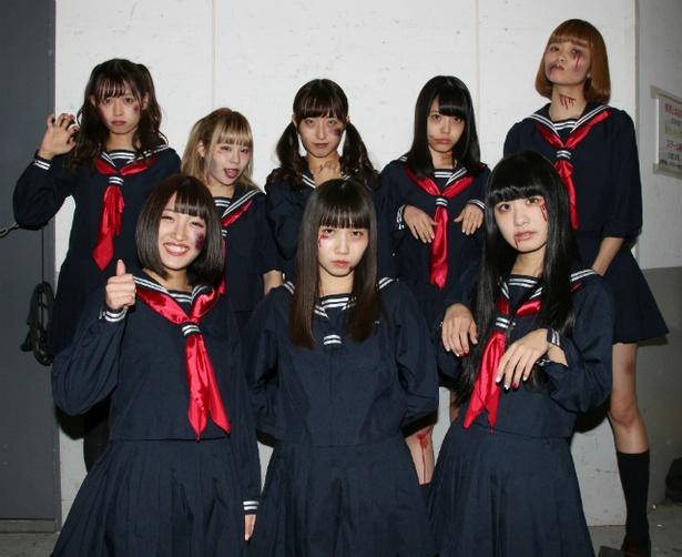 FES☆TIVEがハロウィーン前夜ということで、セーラー服ゾンビのコスプレでパフォーマンス!