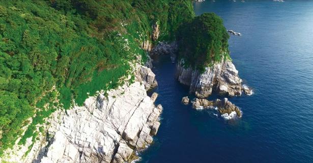 【写真を見る】絶景を観に、蘇洞門めぐりへ行こう