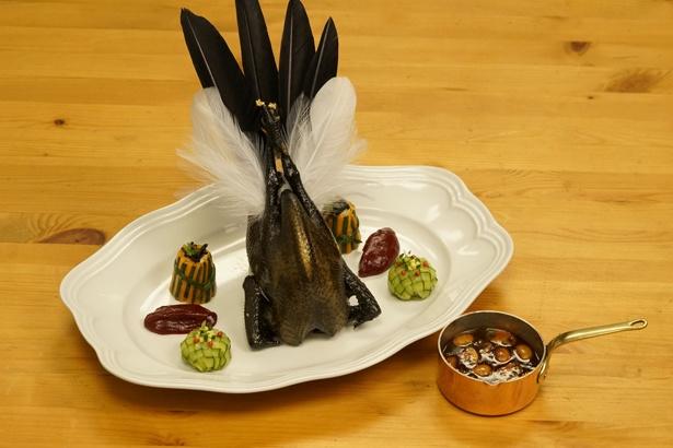 10・烏骨鶏を調理した「烏骨鶏のオデール三拾二」