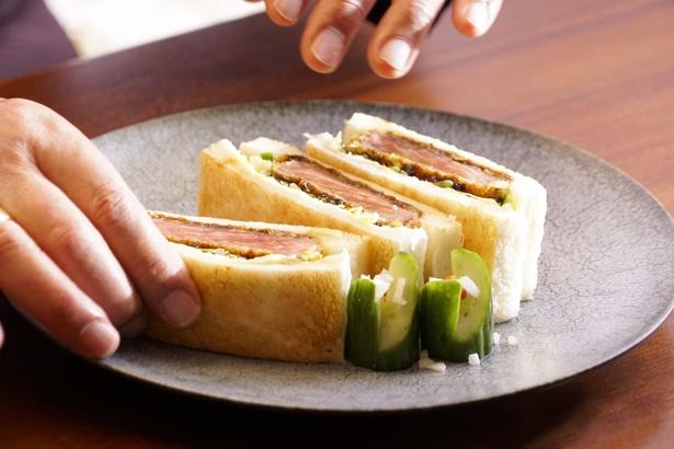4・トーストしたパンでビーフカツを挟んだ「ビーフカツサンド」