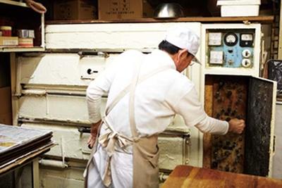 ロールパンが一度に120個も焼けるオーブン/青谷ベーカリー