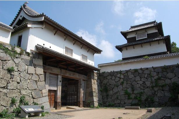 「下之橋御門」と「潮見櫓」。ともに県の有形文化財に指定されている
