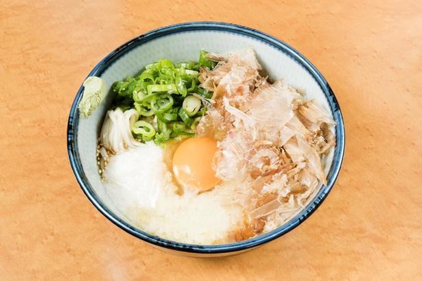 ヤマイモ、卵、カツオ節、糸島産ネギを混ぜ合わせていただく「スタミナぶっかけうどん」(800円)。ぶっかけ専用のオリジナルダシはスッキリとした味わい