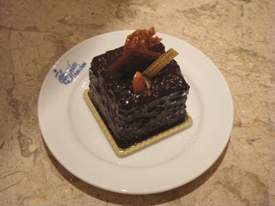 濃厚なチョコレートながらさくさくの食感。ミッドランドショコラ