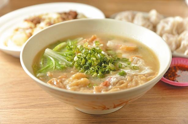 【写真を見る】懐かしの日本式鍋焼意麺
