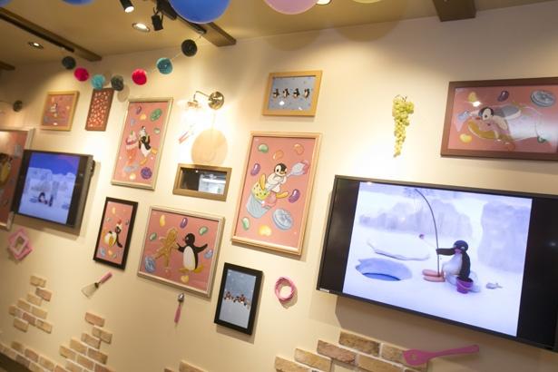 壁面には動画のほか、カフェ空間を満喫しているかのようなピングーとピンガのイラストも