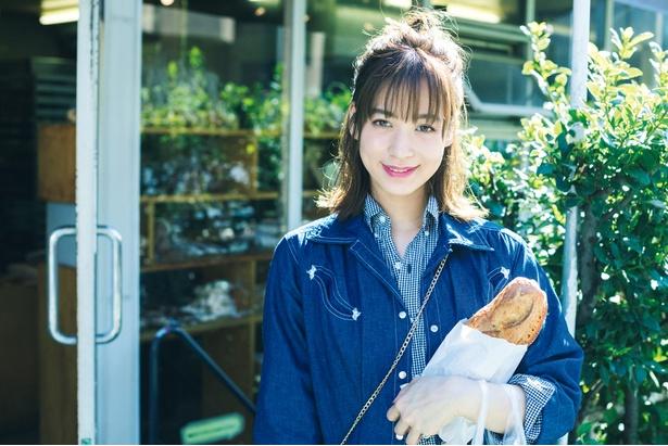 女優・モデルの野崎萌香さんは無類のパン好きでもあり、気に入ったパン店ではすべての商品を網羅することも。ジャムも手作りするほどのこだわりっぷり!