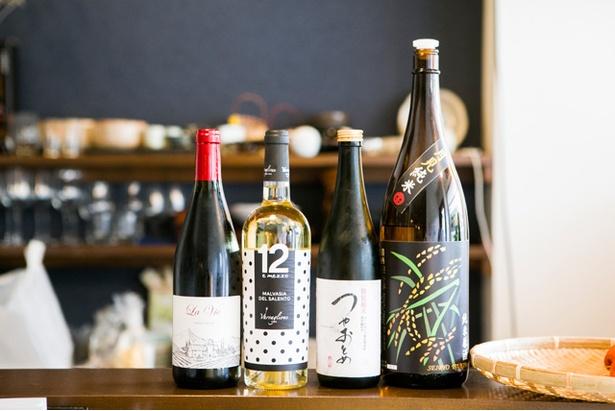 ワイン4種類、日本酒5種類は日替りでそろう