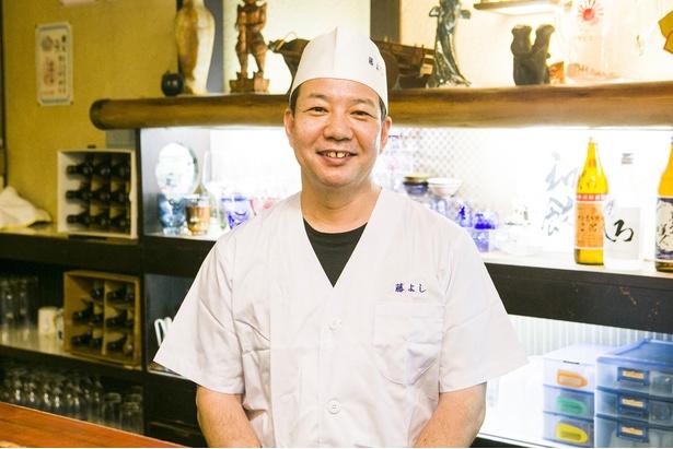 料理人の深堀禎之さん。和食店などで修行を積み、同店で20年以上料理を作り続ける
