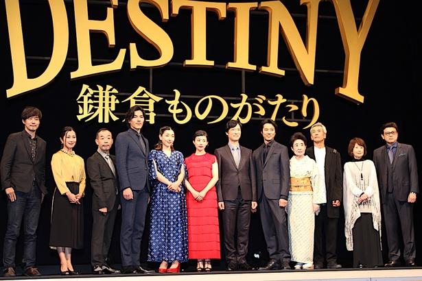 【写真を見る】高畑充希は赤のドレス、安藤サクラは青のドレス!豪華キャスト陣がズラリと登壇した
